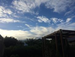 朝の青空は最高